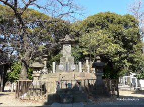 Tomb Site of the Shogi-tai at Ueno Park