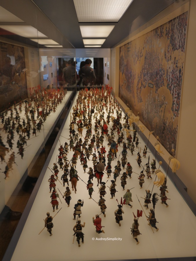 Mini figures depicting Osaka Summer War