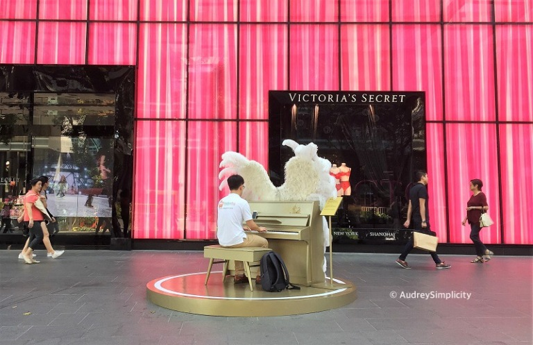 Singapore Orchard Road Piano Man